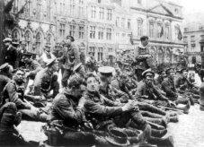 Soldados del 4º batallon de Fusileros Reales en Mons antes de los combates.