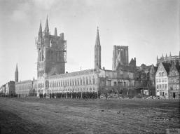 La Lonja de los Paños de Ypres, que quedaria parcialmente destruida en la guerra y se convertiria en un simbolo de la guerra.