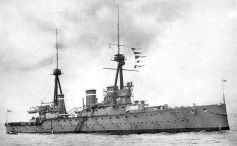 800px-HMS_Invincible_(1907)_British_Battleship