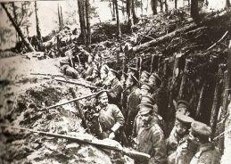 soldados rusos en una trinchera en Sarikamis