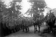 800px-George_V_inspecting_29th_Division_at_Dunchurch_March_1915