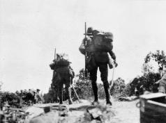 Australian_troops_on_Plugge's_Plateau