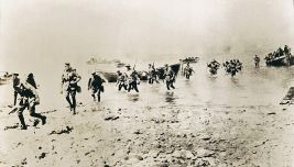 New_Zealand_troops_first_setting_foot_at_Gallipoli_taken_by_Joseph_McBride