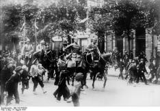 ADN-ZB I. Weltkrieg 1914-1918 Osteuropäischer Kriegsschauplatz: Deutsche Truppen besetzen am 5. August 1915 Warschau. 14639-15