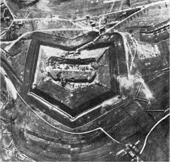 626px-Fort_Douaumont_Anfang_1916